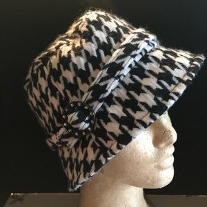 Vintage D&Y Houndstooth Cloche  Hat